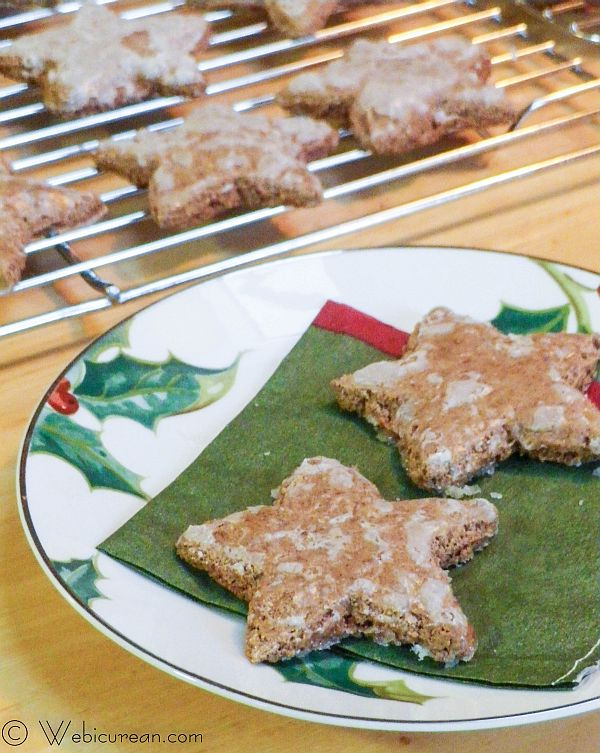 Cinnamon Stars (Zimtsterne) #TwelveDaysofSanta | Webicurean