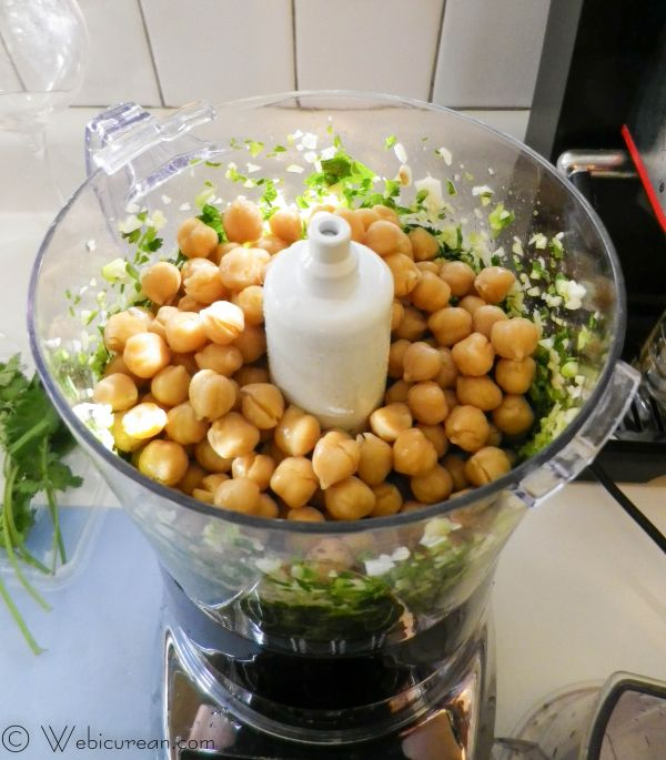 Falafel with Israeli Salad #SundaySupper | Webicurean