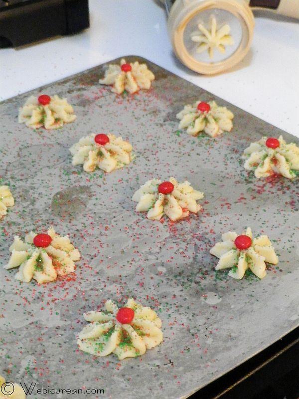 Spritz Cookies #TwelveDaysofSanta | Webicurean