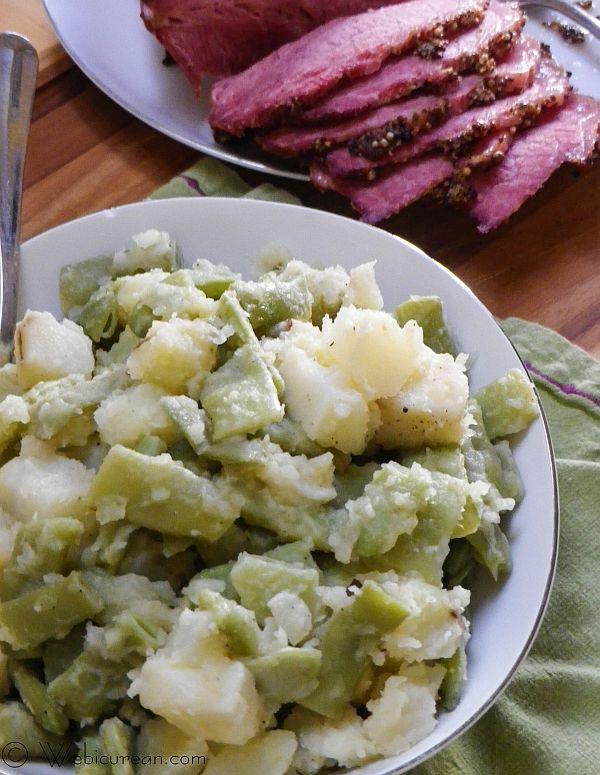 Garlicky Italian Green Beans and Potoates #SundaySupper | Webicurean